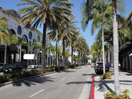 Rodeo Drive in Beverly Hill Holiday Inn Express Hotel