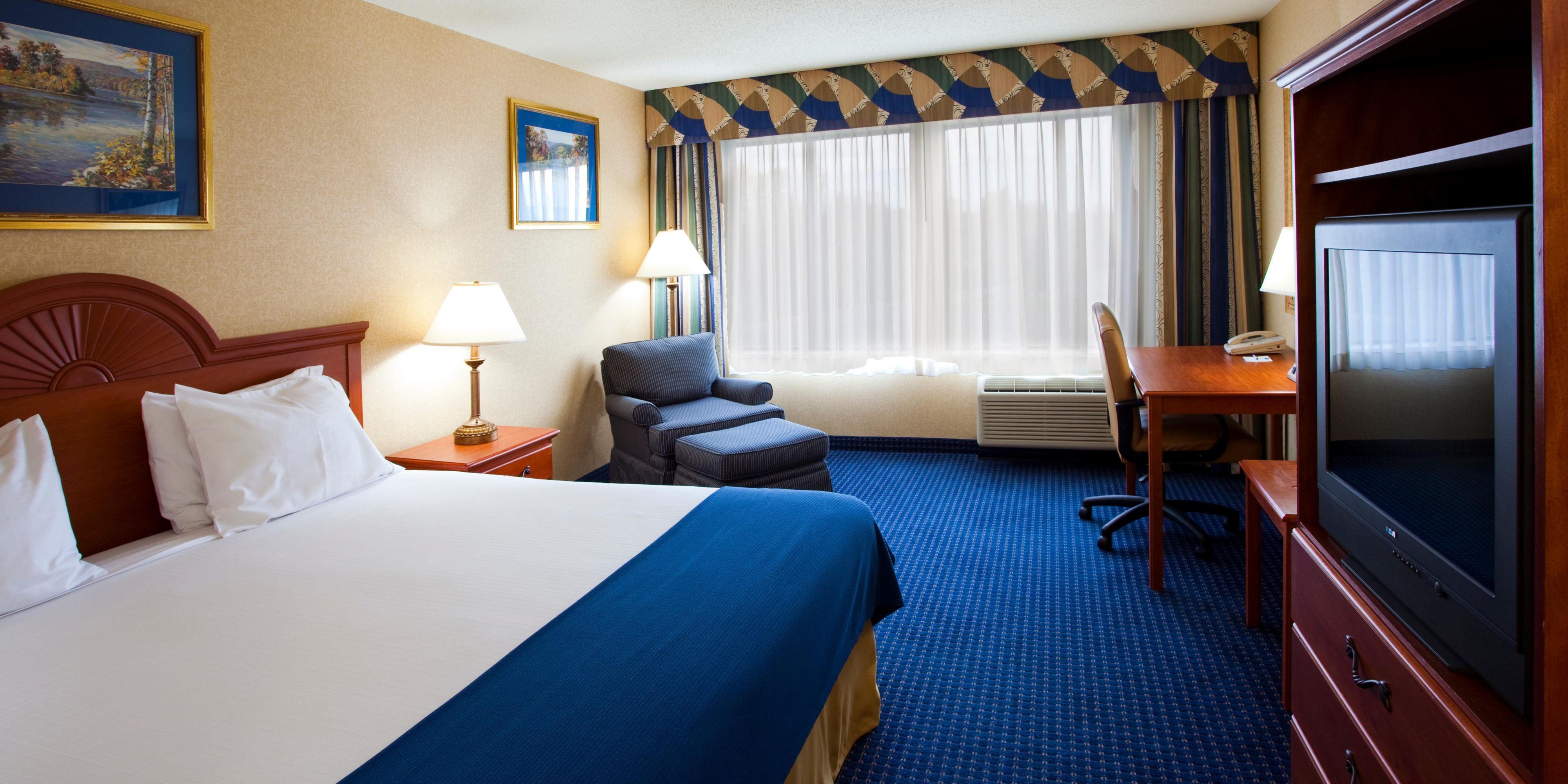 Holiday Inn Express North Syracuse 2532048346 2x1