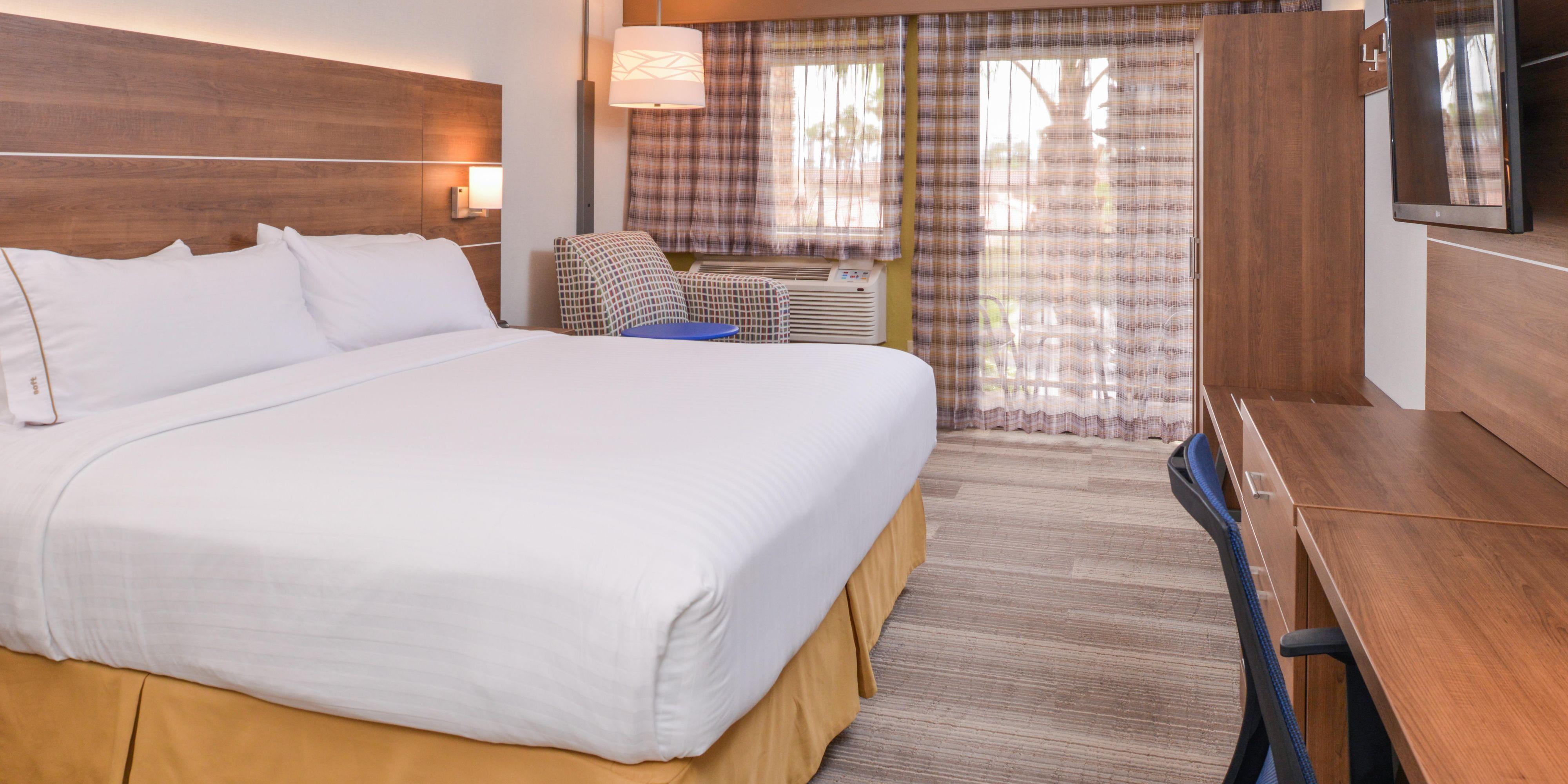 Holiday Inn Express Palm Desert 5073950686 2x1