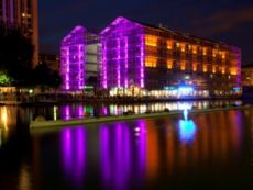 Holiday Inn Express París - Canal de la Villette in Paris, France
