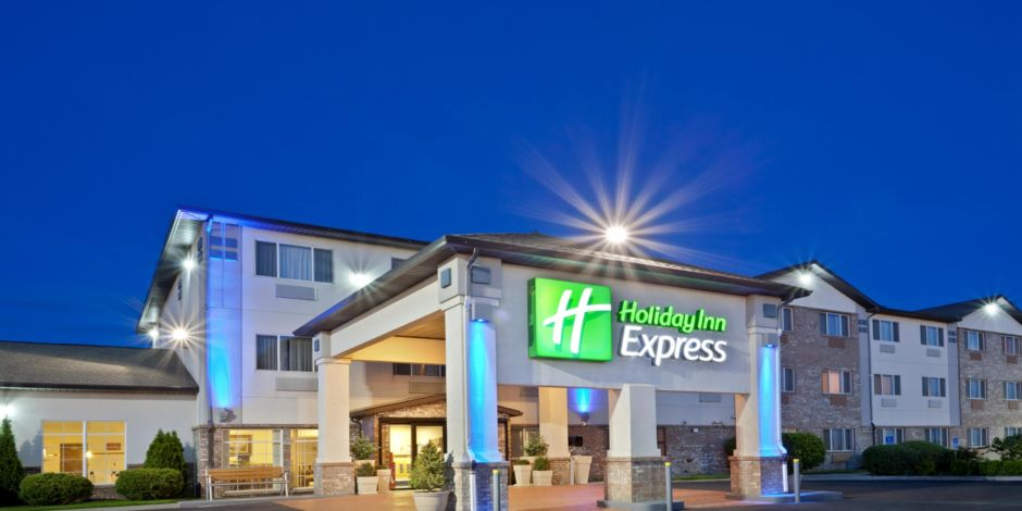 Day Exterior Holiday Inn Express View With Pretty Lights At Night