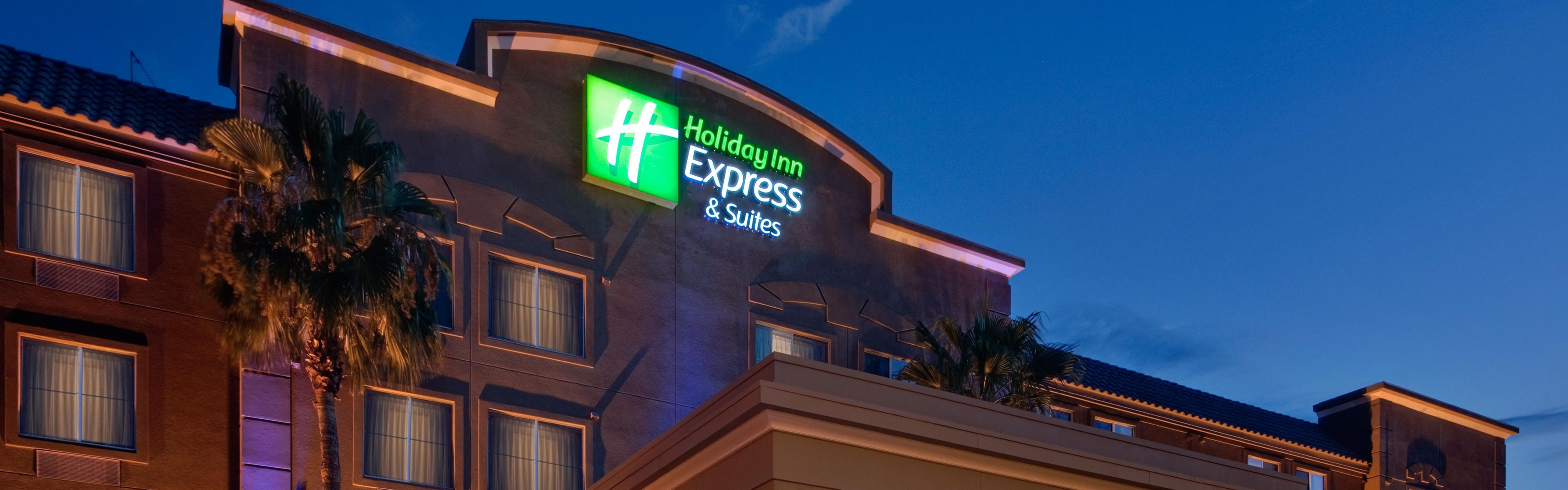 Front Desk Hotel Exterior With Hotels Near Peoria Az