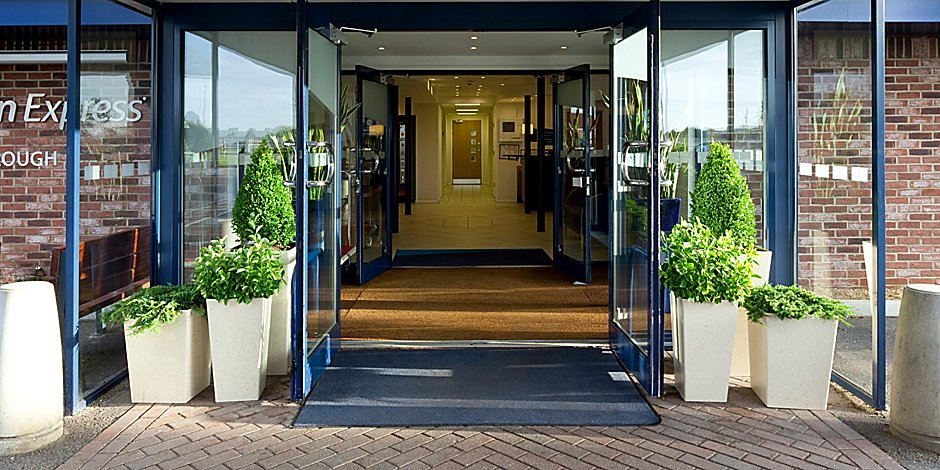 Peterborough Hotels Holiday Inn Express Peterborough