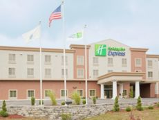 Holiday Inn Express Plainville - Foxboro Area in Woonsocket, Rhode Island