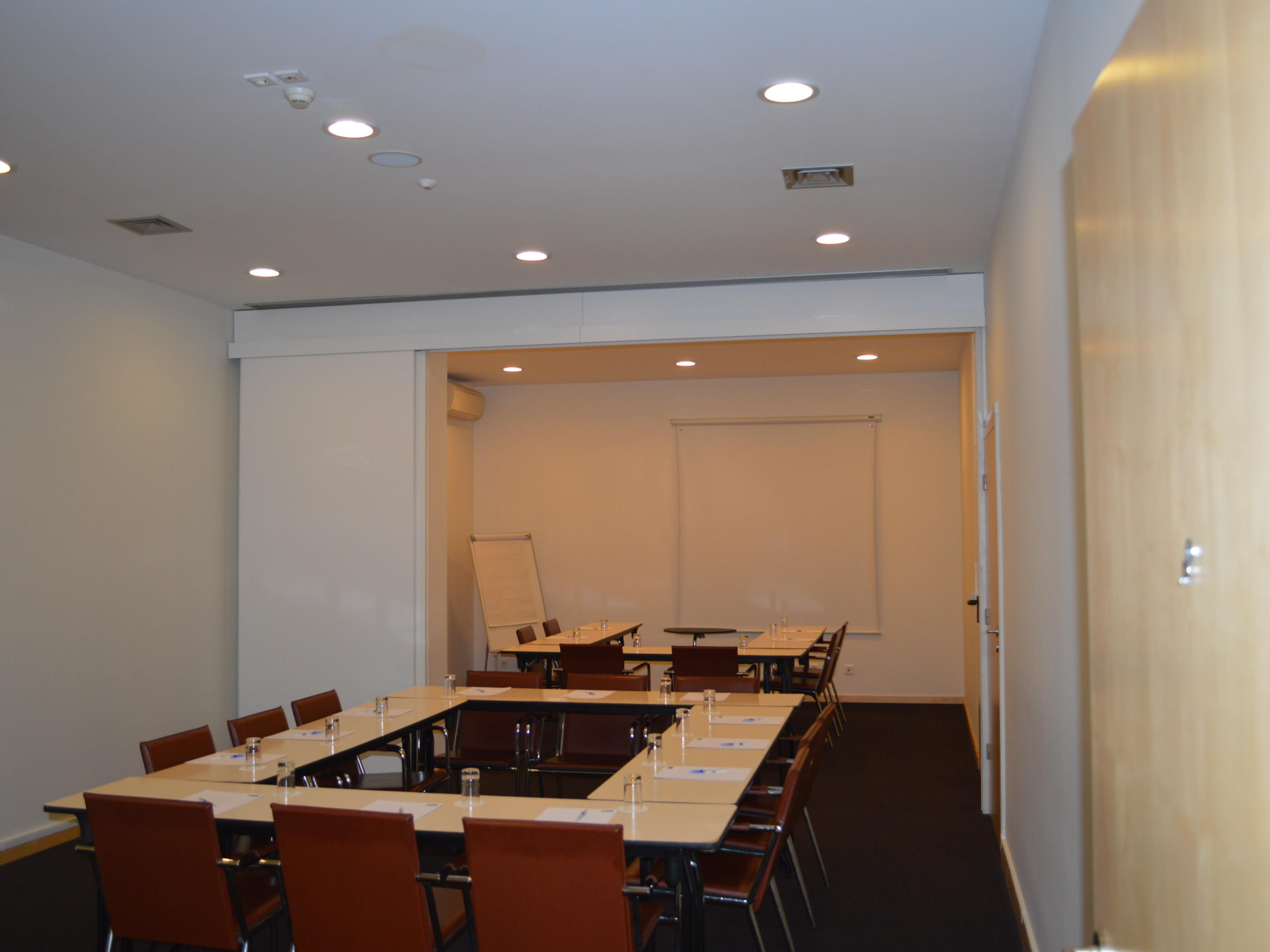 Meeting Room - Have your meeting without leaving the hotel