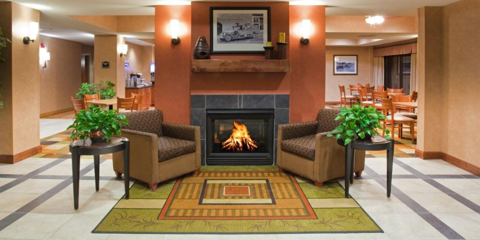 Hotel Lobby At The Holiday Inn Express Rawlins Wy