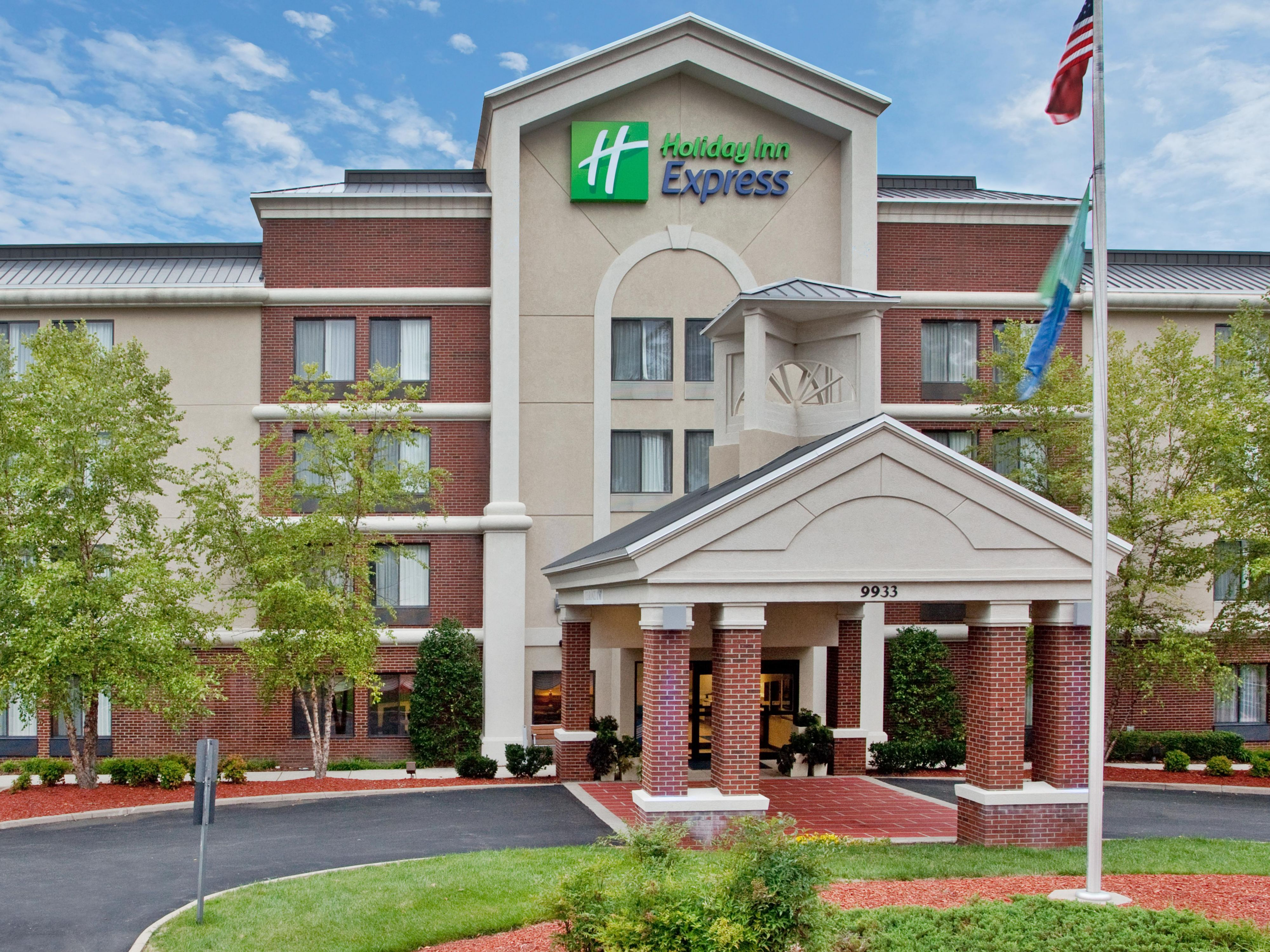 Welcome to the Holiday Inn Express Richmond Northwest