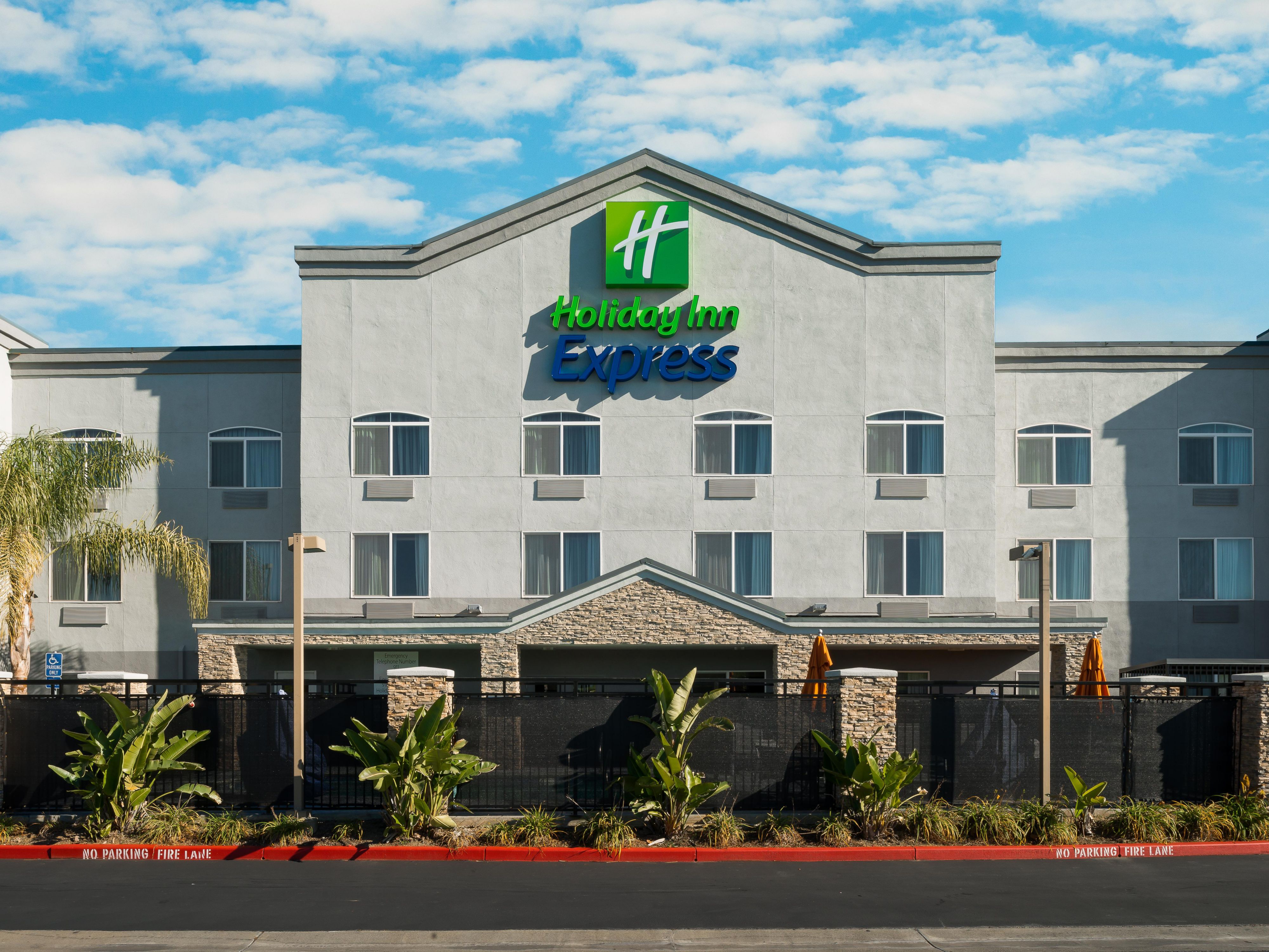 Welcome to the Holiday Inn Express Rocklin-Galleria!