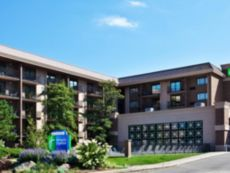 Holiday Inn Express Rolling Mdws-Schaumburg Area in Crystal Lake, Illinois