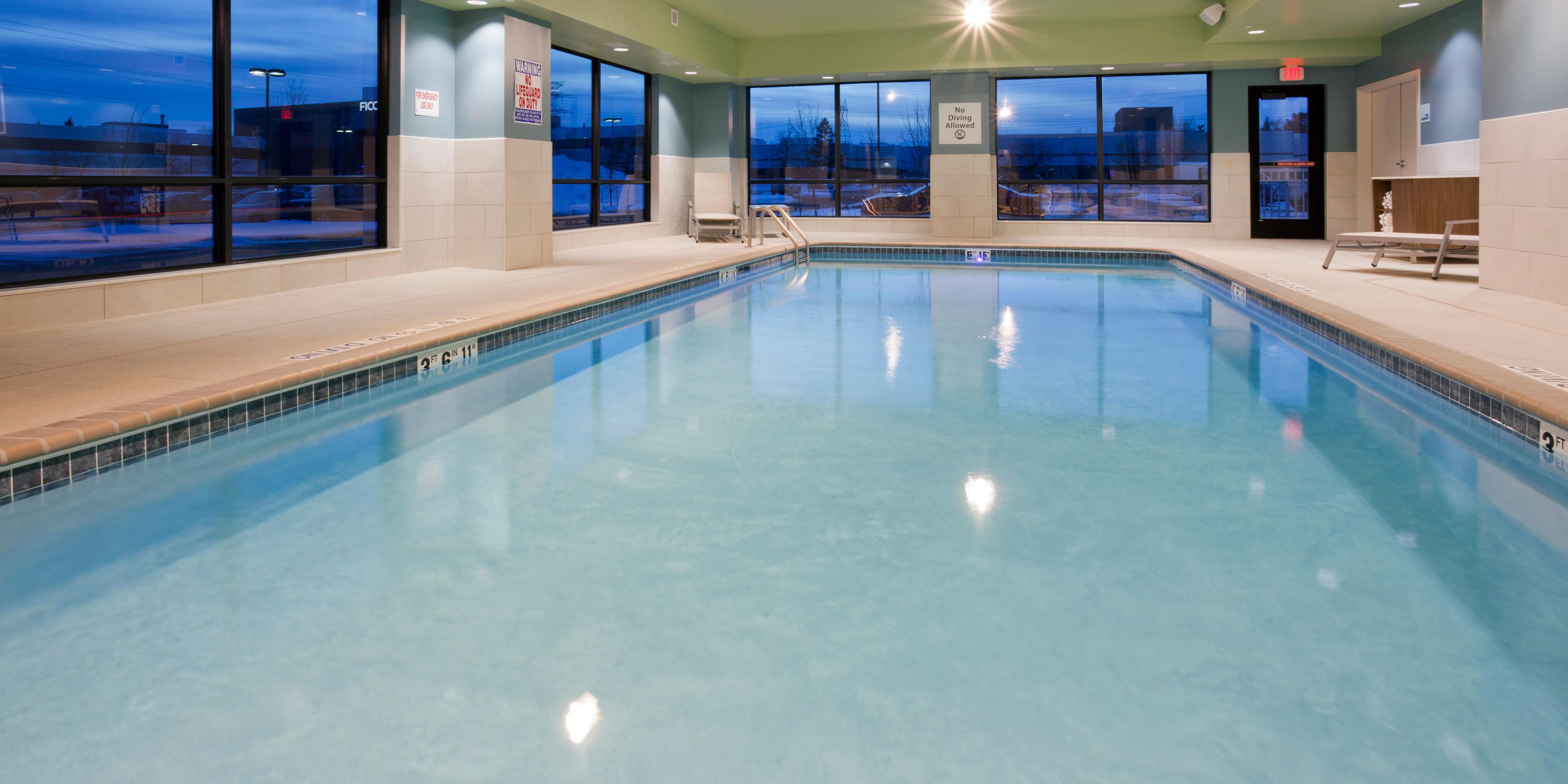 Holiday Inn Express Roseville 4821225099 2x1