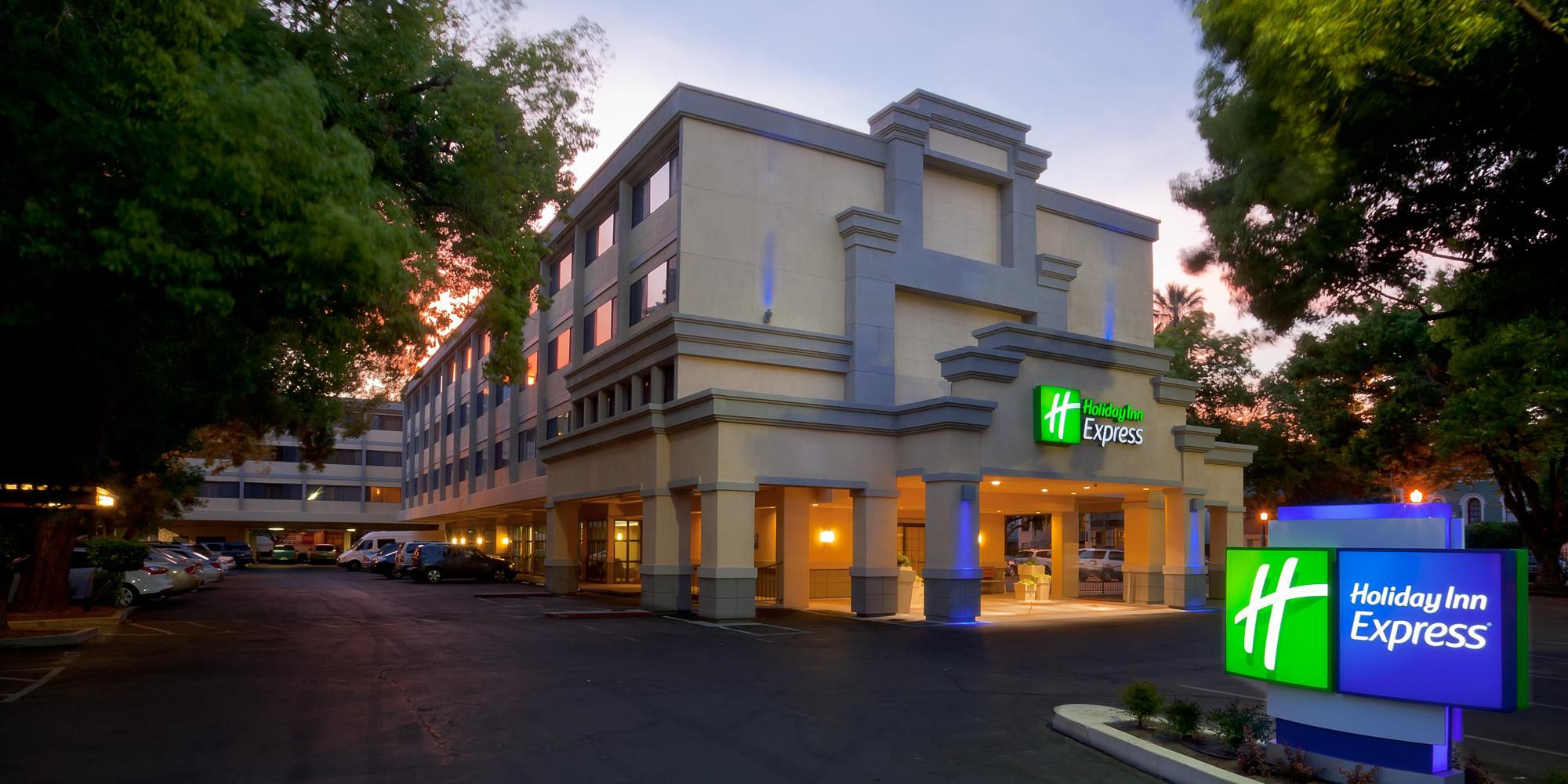 Holiday Inn Express Sacramento 2532228819 2x1