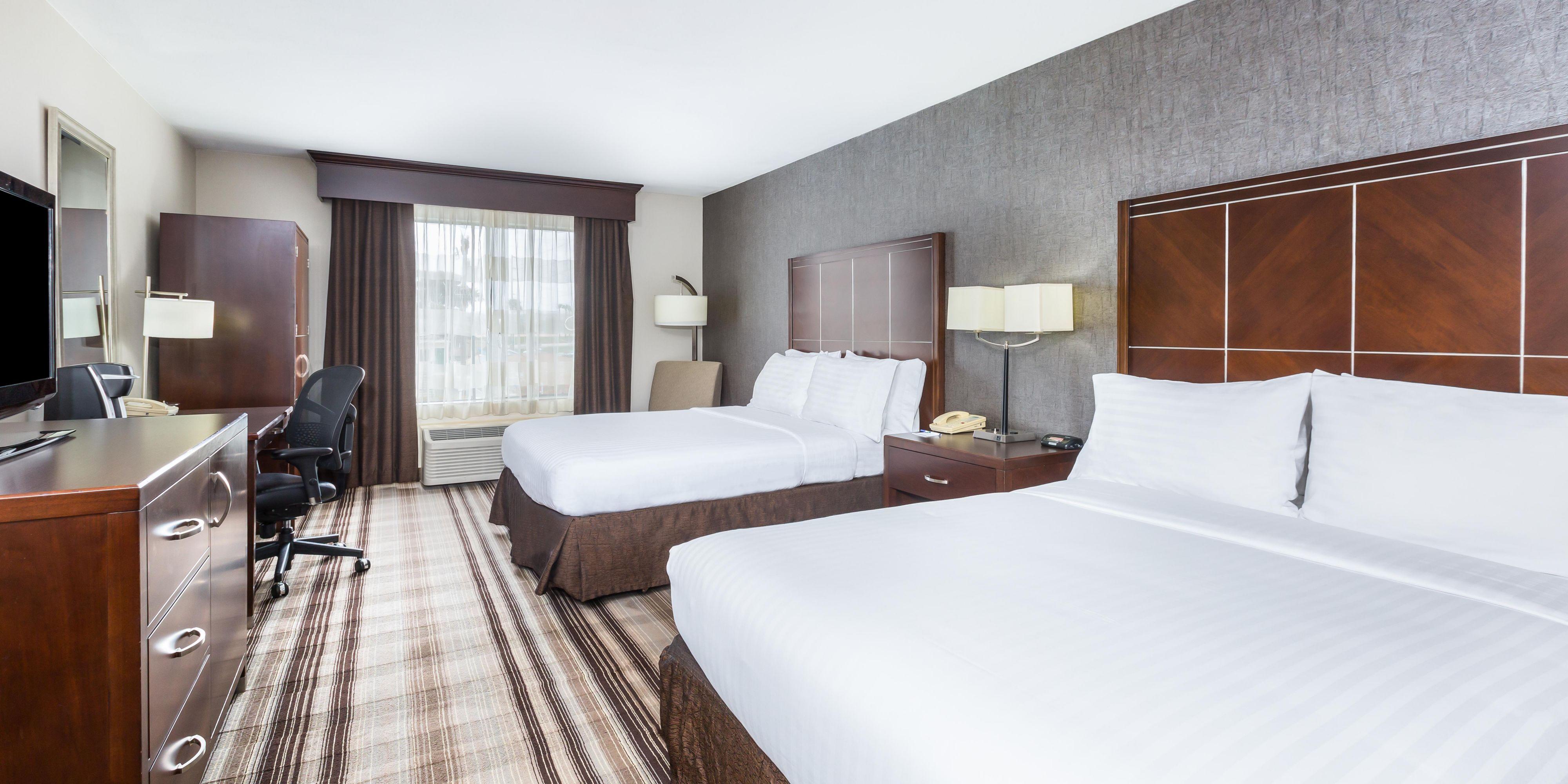 Holiday Inn Express San Diego 4561253952 2x1