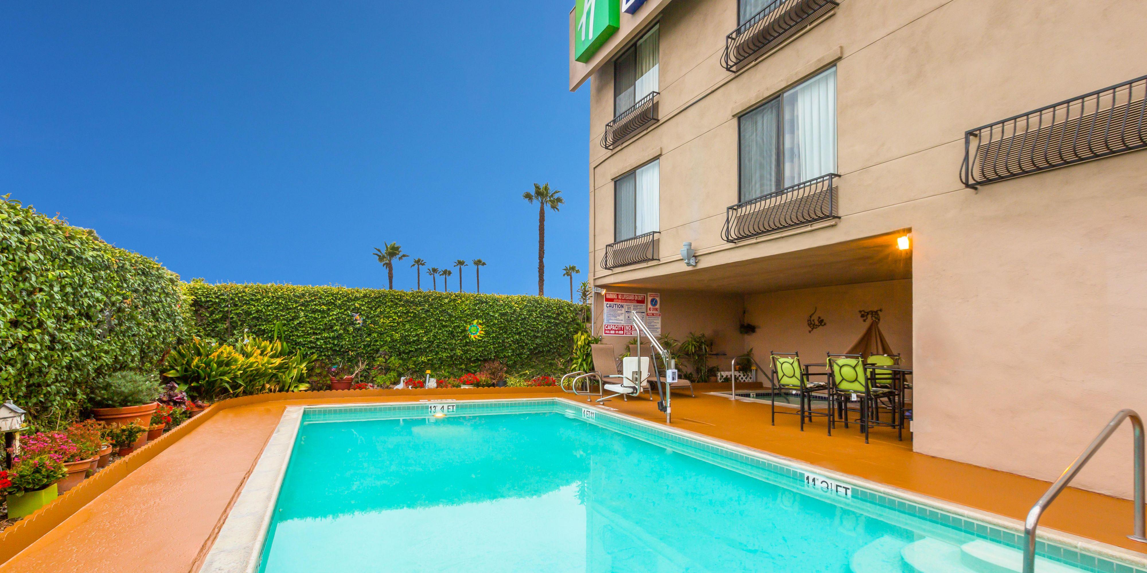 Holiday Inn Express San Diego 4561560588 2x1