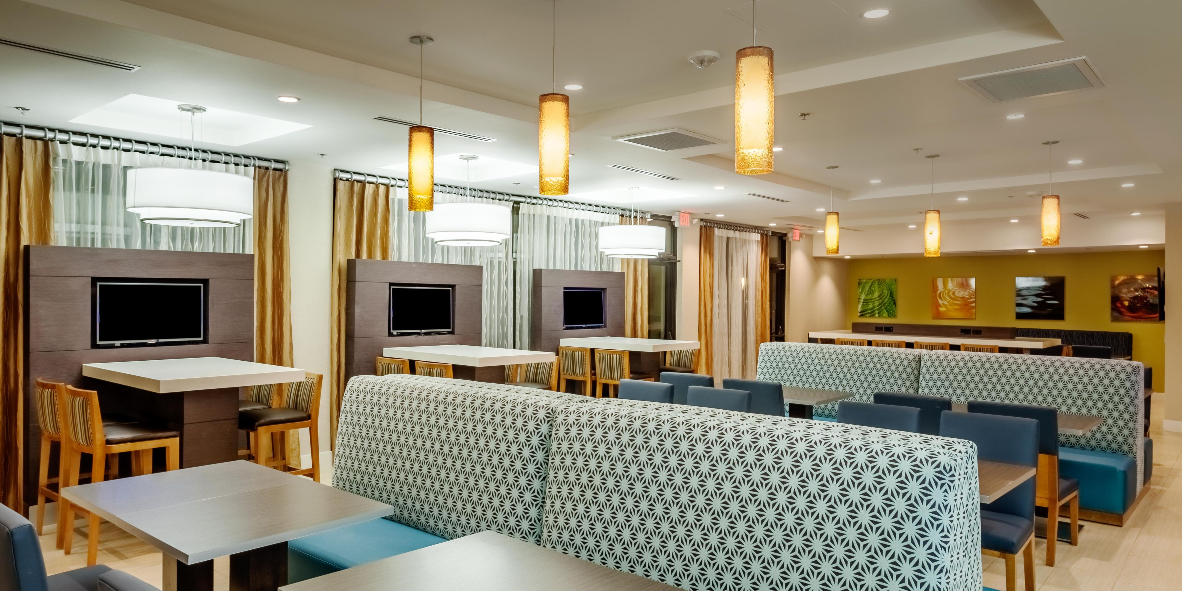 resort surfrider inn comfort scenic accommodations comforter in resorts depoe bay min seaside oregon