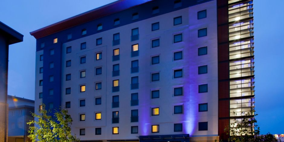 Hotels Near Train Station Holiday Inn Express Slough