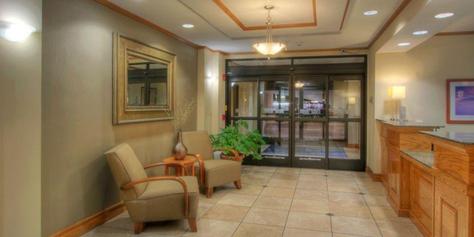 Socorro Hotel At Night Exterior Lobby