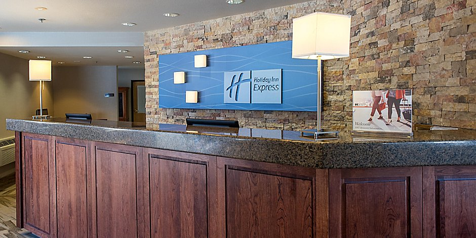 Peachy Holiday Inn Express South Lake Tahoe Hotel By Ihg Home Interior And Landscaping Oversignezvosmurscom
