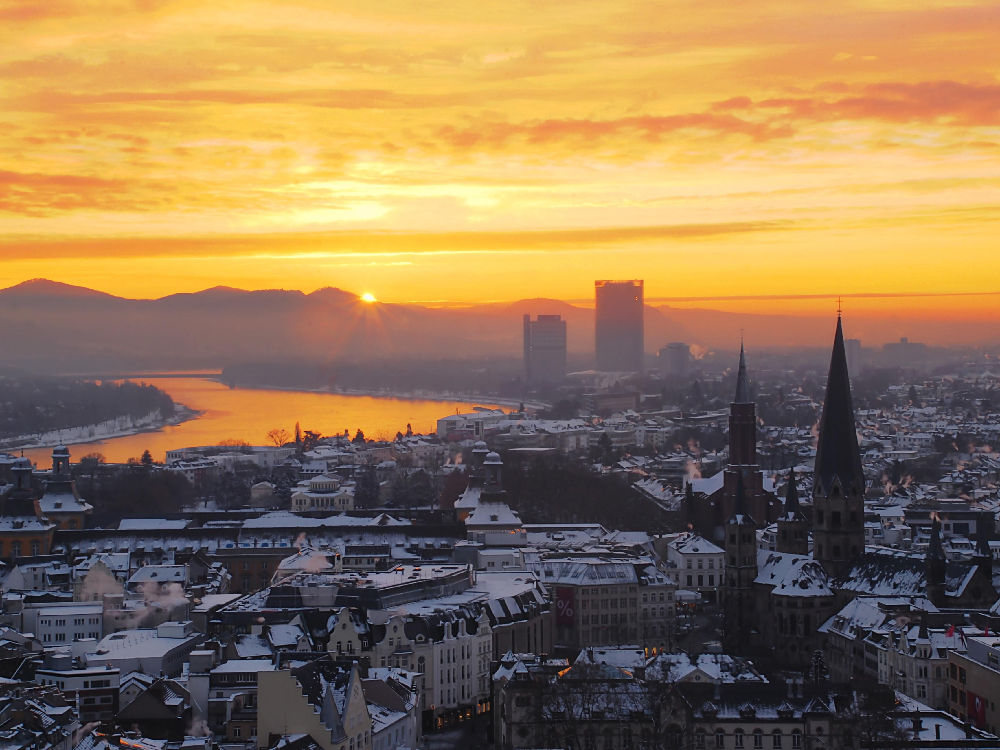 Sunrise over the city of Bonn - just 15km away from our hotel