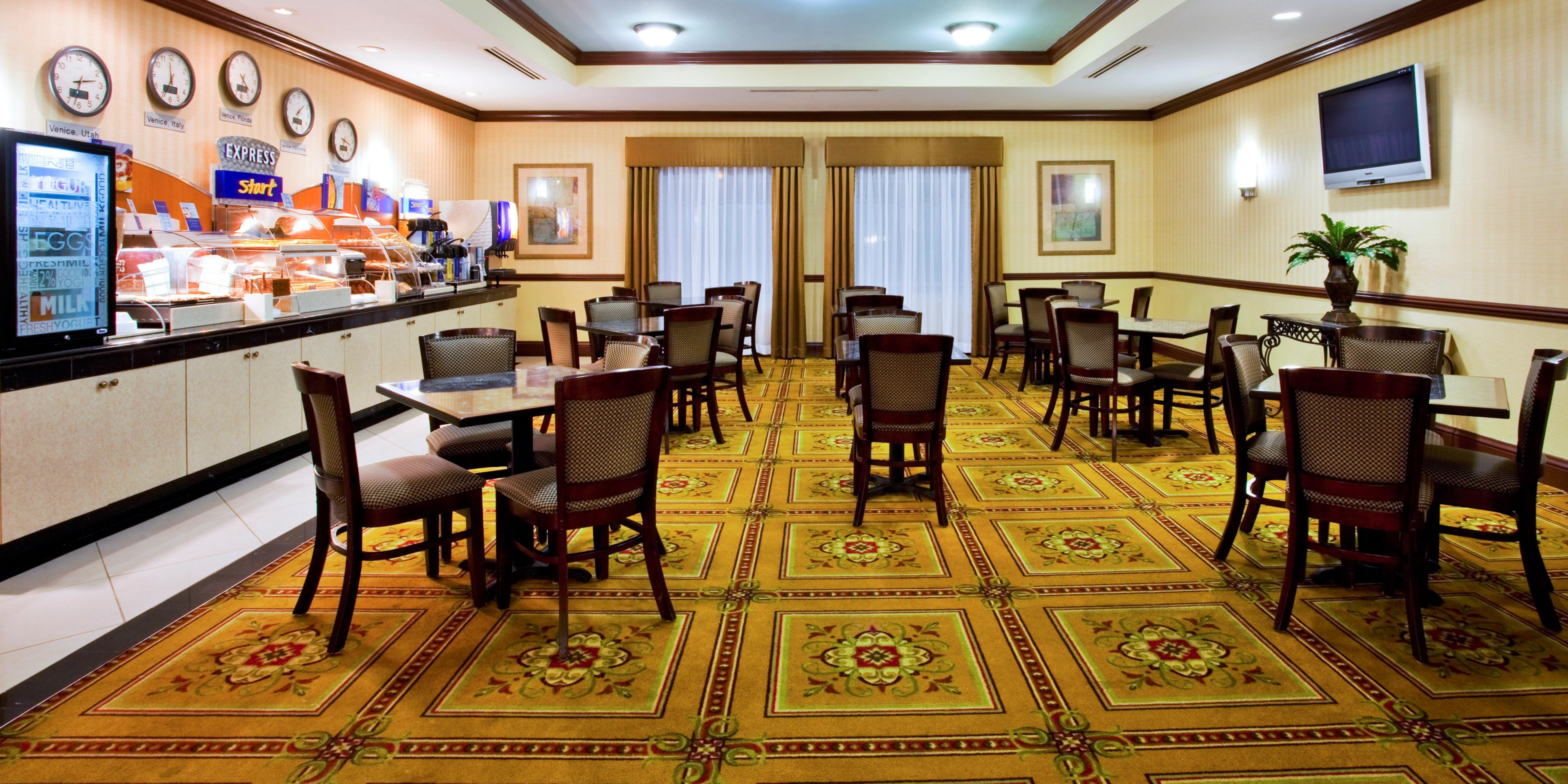 Holiday Inn Express Venice 2533035206 2x1