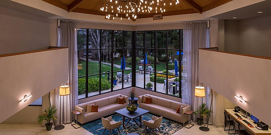 Walnut Creek Hotels - Pet Friendly | Holiday Inn Express