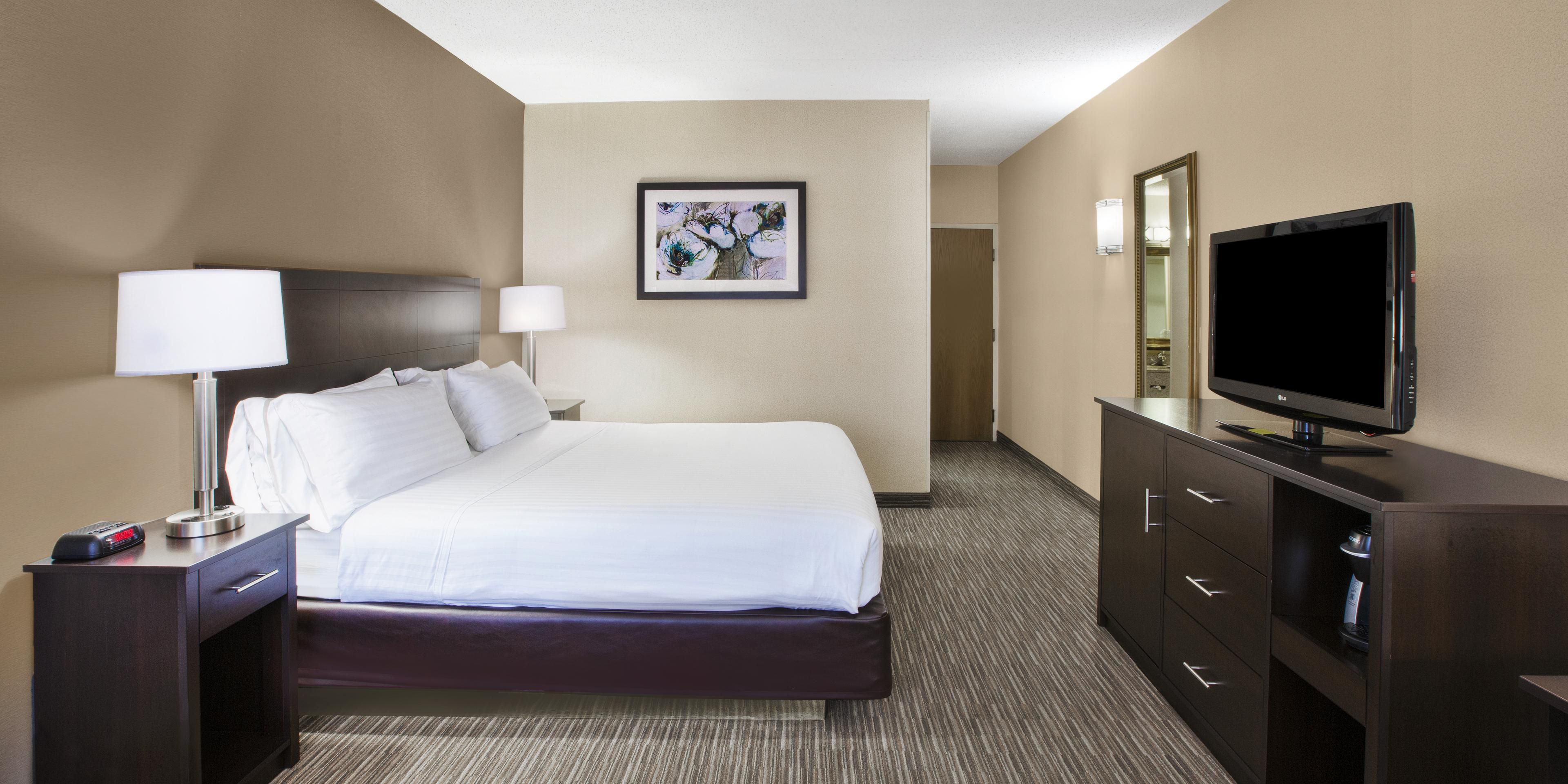 cheap hotel renaissance at the dtwdt city rooms view in detroit travel center king guest room clsc hor marriott guestroom hotels