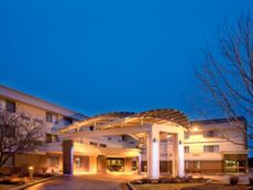 Holiday Inn Express Milwaukee-West Medical Center in Delafield, Wisconsin