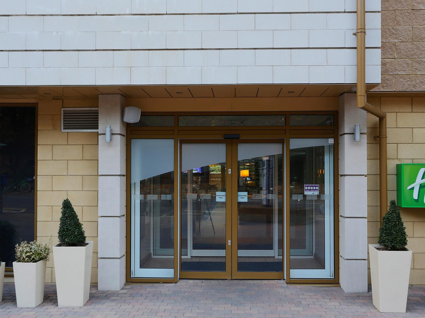 A warm welcome awaits you in the Holiday Inn Express Windsor