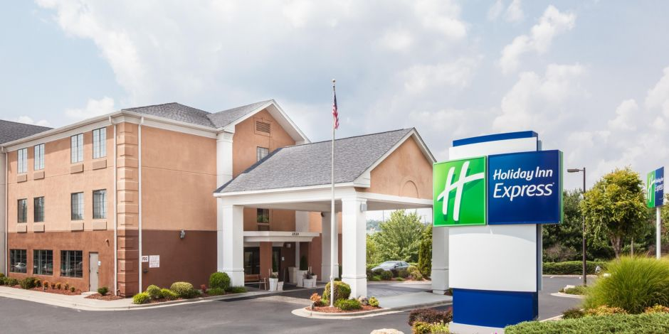 Hotel Is Located Off I 40 2 1 Miles From Downtown Winston M