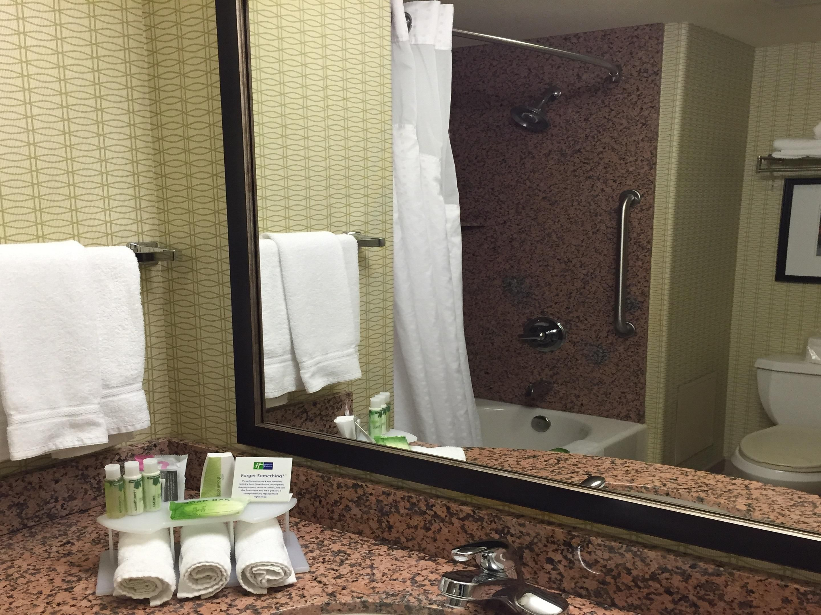 Holiday Inn Express Sacramento Airport Hotel Bathroom