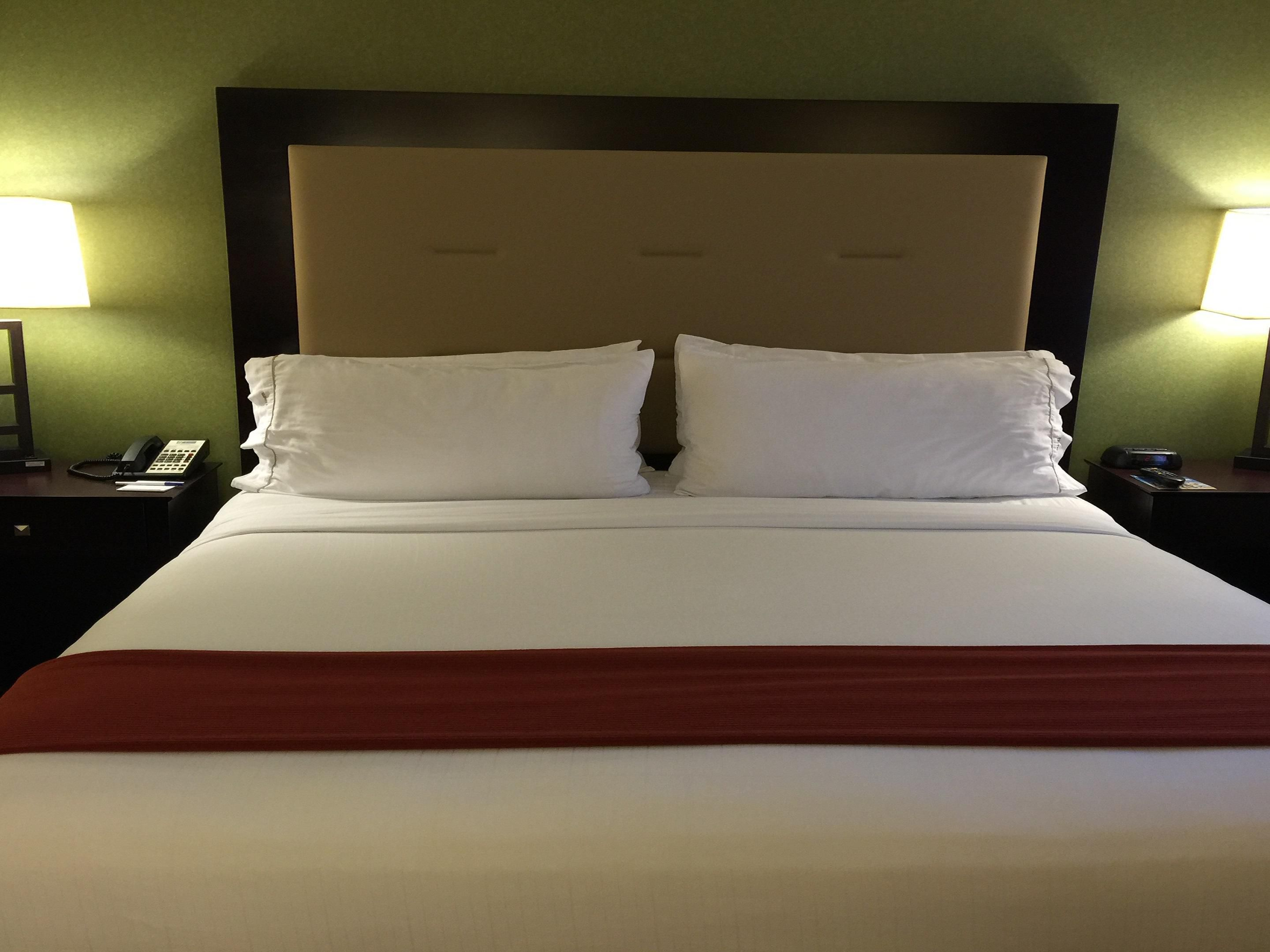 Holiday Inn Express Woodland King Bed Guest Room