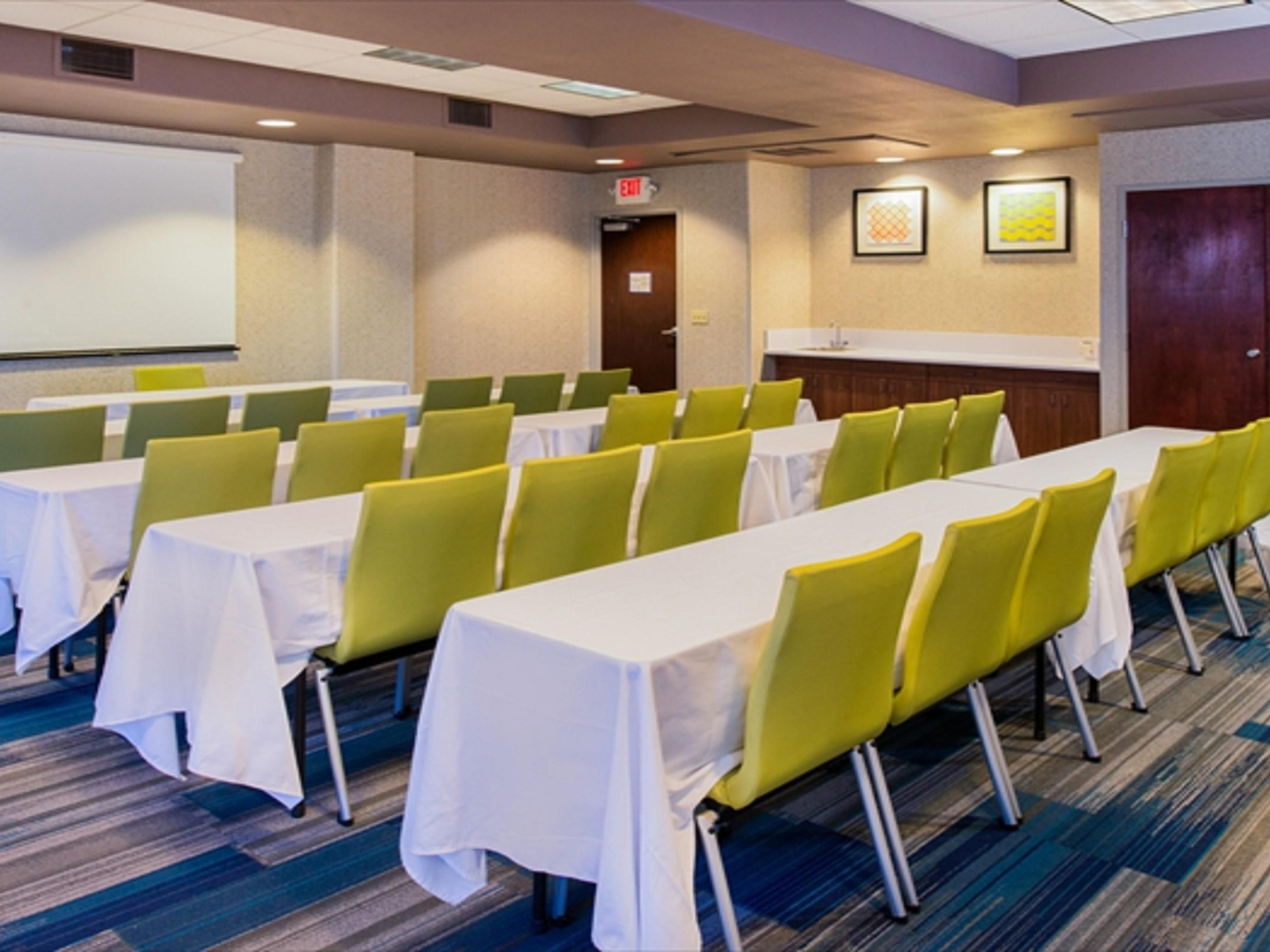 Sacramento Holiday Inn Express Woodland Conference Room