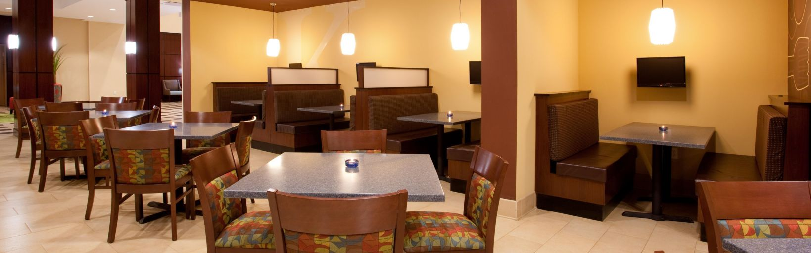 Kem 39 S Restaurant With Booths And Private Tvs