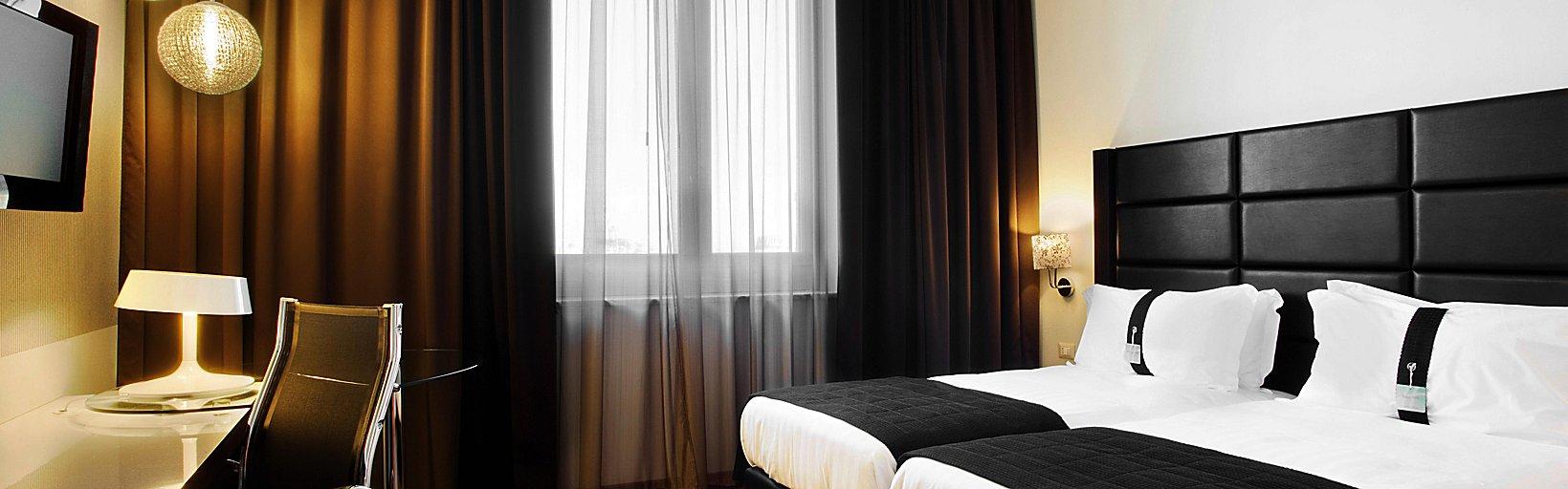 Letto Matrimoniale A Genova.Holiday Inn Genova Hotels Holiday Inn Genoa City Hotel Room Rates