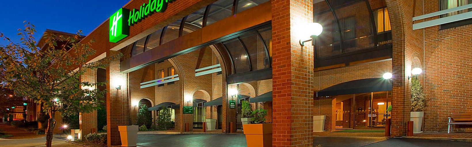 Holiday Inn Exterior Walk To Ping