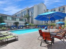 Holiday Inn Hotel & Suites Anaheim (1 Blk/Disneyland®)