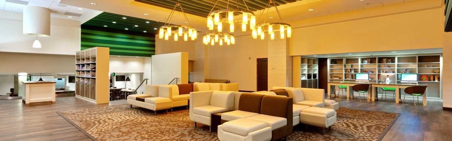 Ious Comfortable Hotel Lobby With Multiple Seating Areas