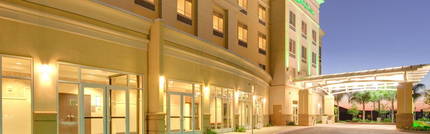 Holiday Inn Hotel & Suites Bakersfield Hotel by IHG
