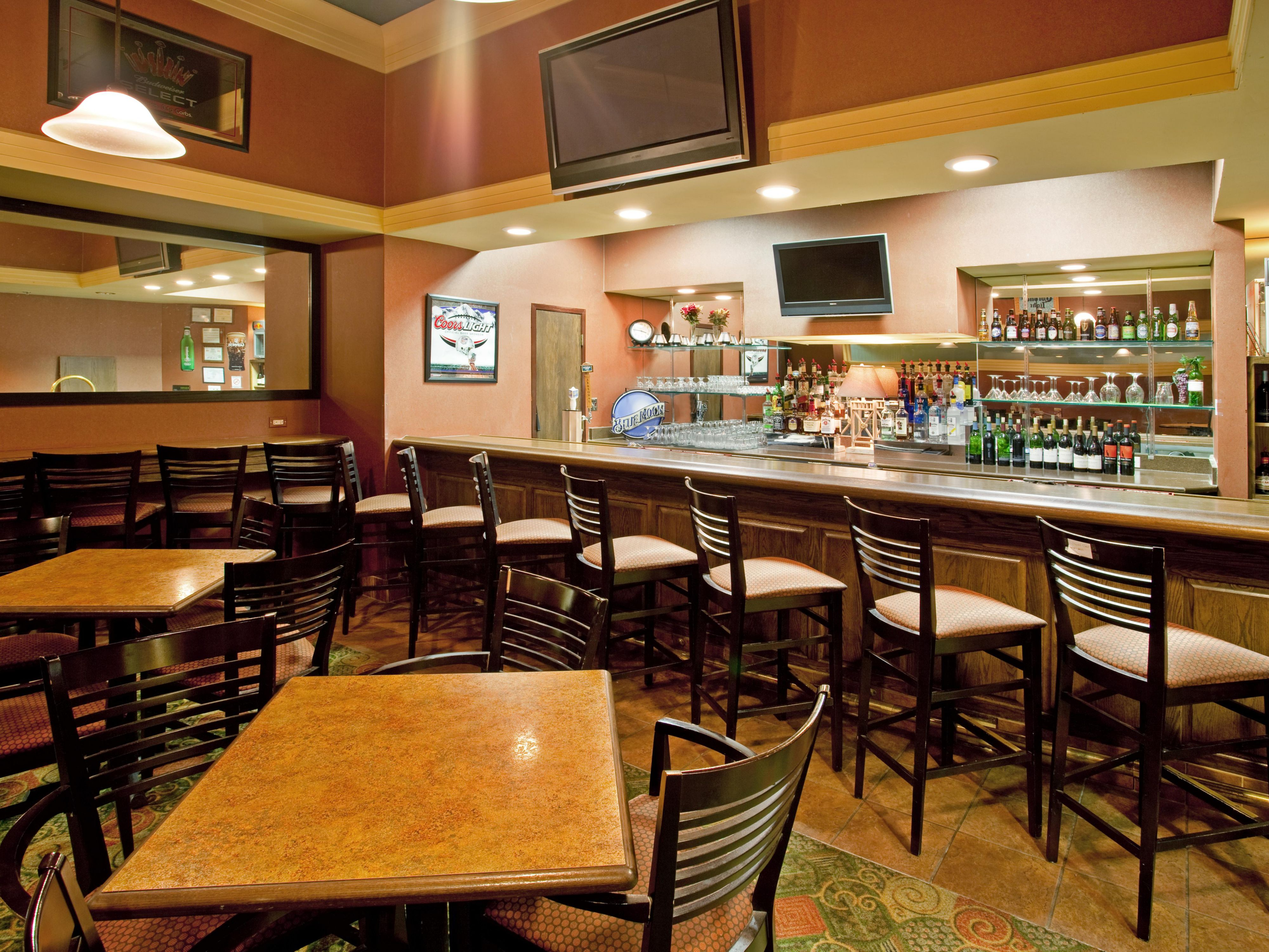 Hotel Bar at Holiday Inn Hotel & Suites Bolingbrook, Illinois