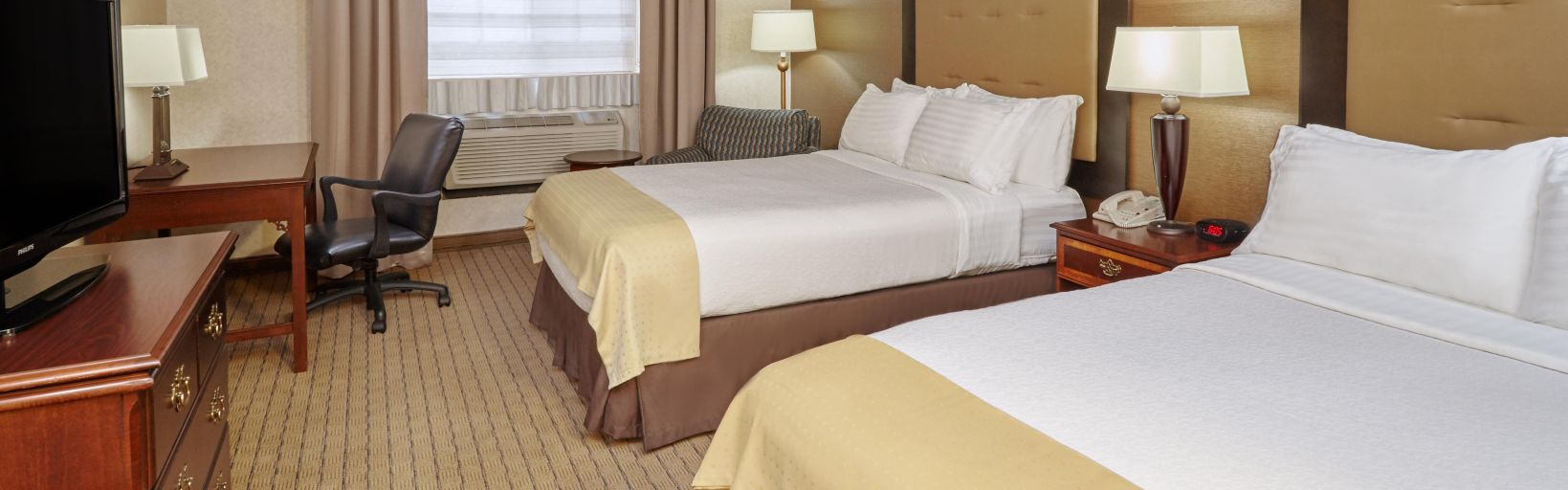 2 bedroom suite chicago illinois hotel double bed guest room suite holiday inn hotel suites chicagocarol stream wheaton by ihg