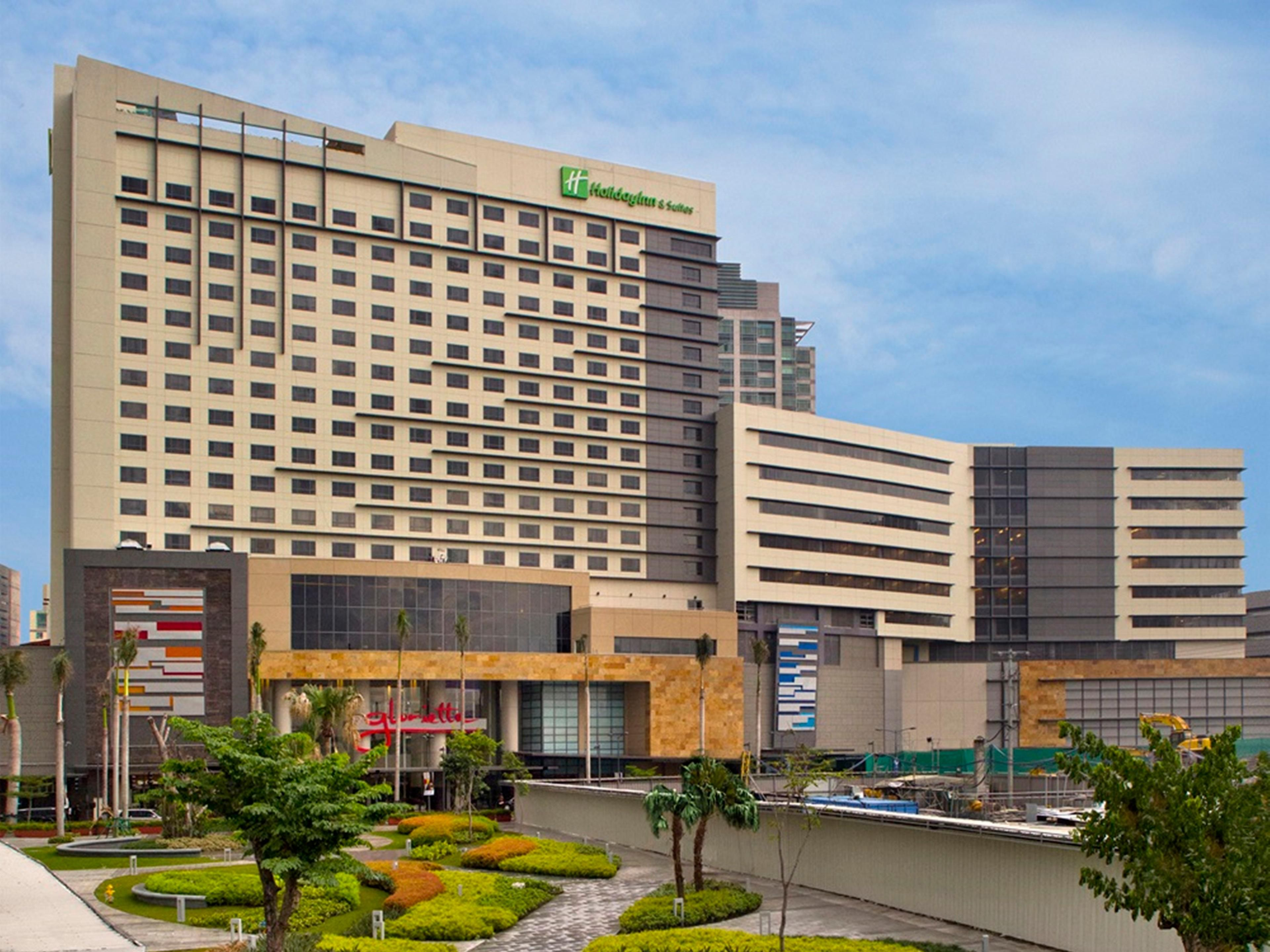 Holiday Inn & Suites Makati is located in Ayala Center