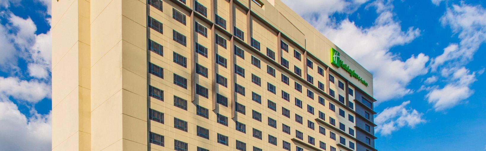 Holiday inn suites makati hotel rooms near manila airport holiday inn amp suites makati is directly connected to glorietta solutioingenieria Image collections