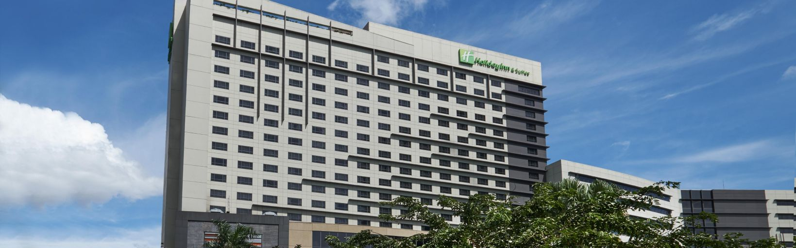 a makati hotel that puts you in the heart of ayala center