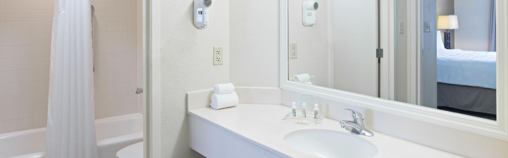 Holiday Inn Orlando Hotels   Holiday Inn Hotel & Suites Across From ...