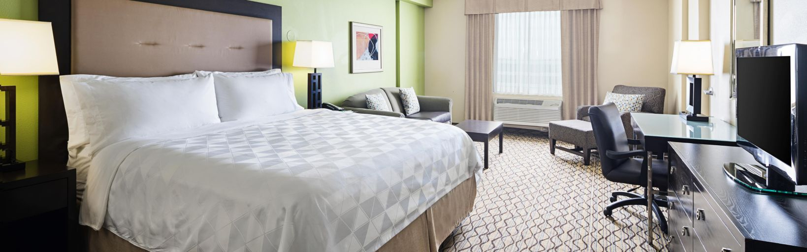Holiday Inn Hotel & Suites Across From Universal Orlando - Room ...