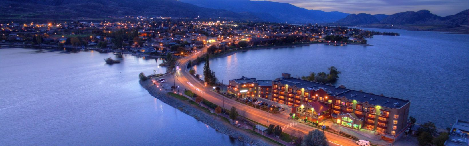 Hotel Inn Osoyoos Beach Exterior View Evenings On The Side Highway 3 Southside