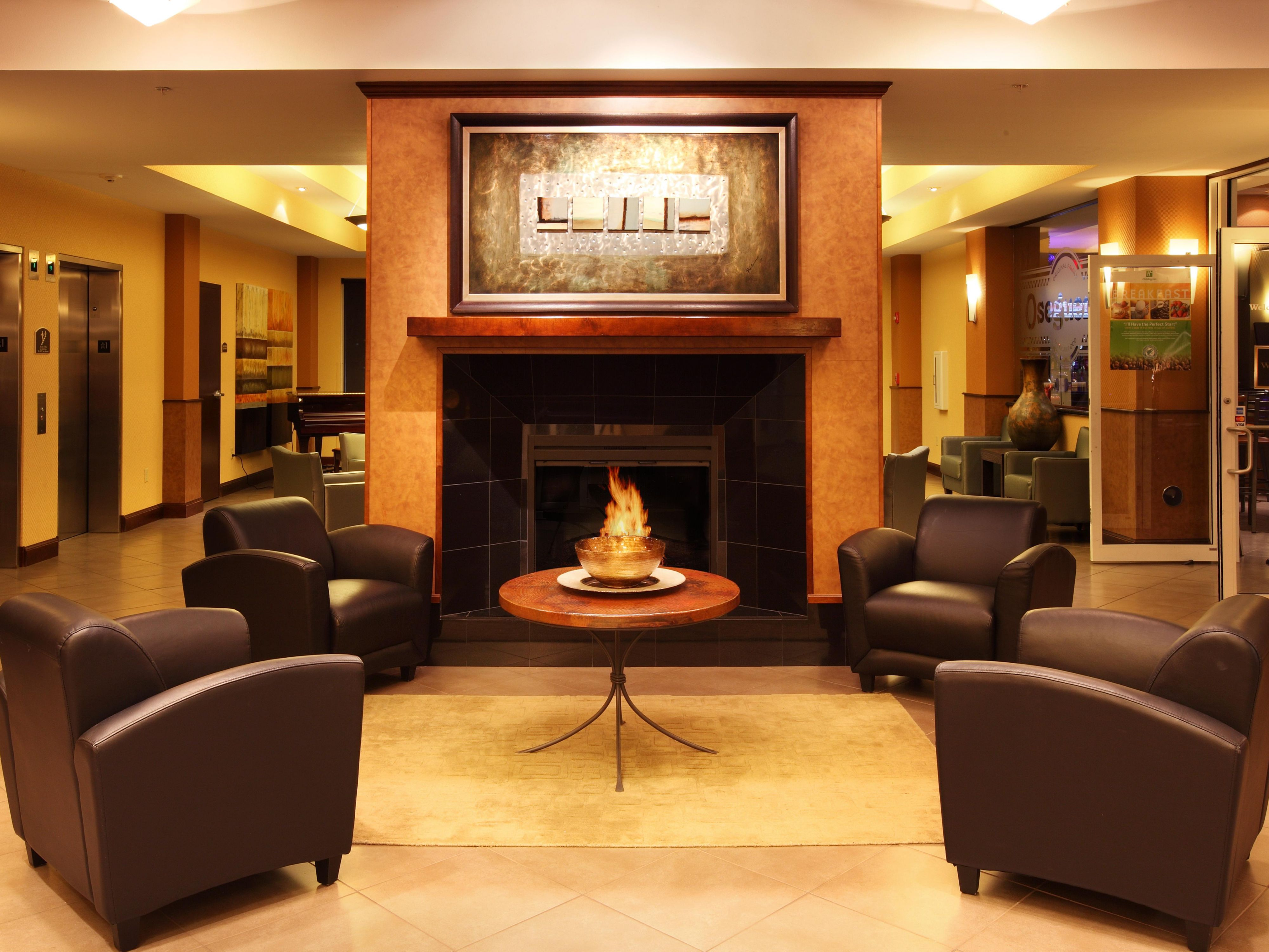 Holiday Inn & Suites Rogers at Pinnacle Hills Lobby