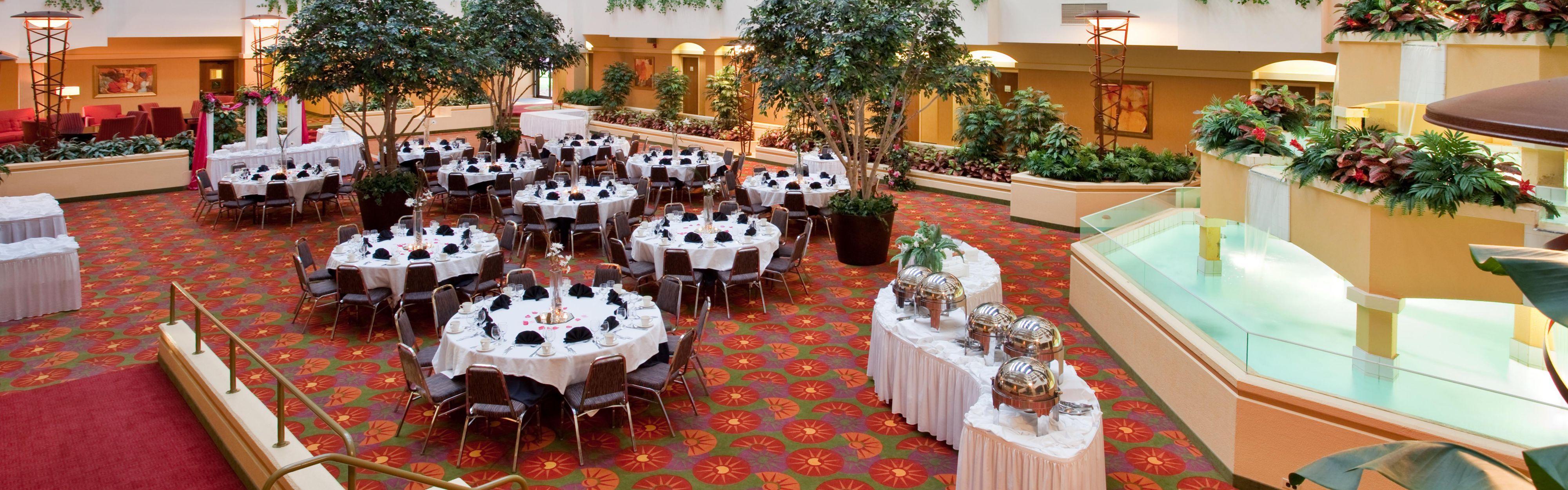 wedding reception crowne plazspringfield il%0A Holiday Inn Hotel and Suites Atrium