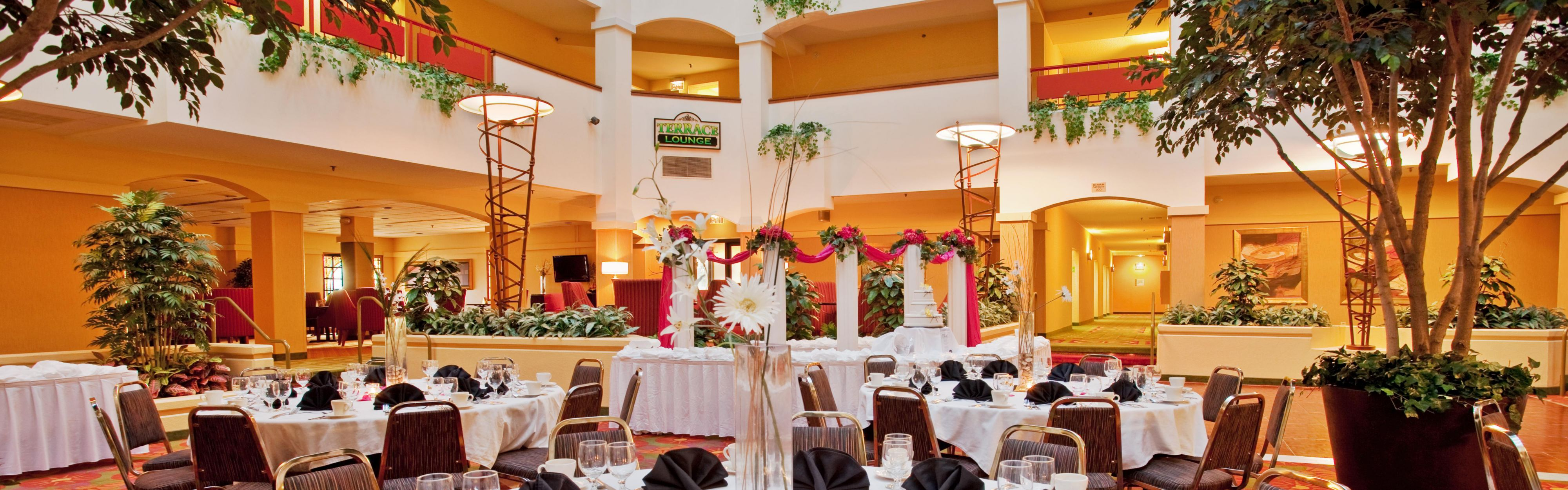 wedding reception crowne plazspringfield il%0A Holiday Inn Hotel  u     Suites Springfield  I