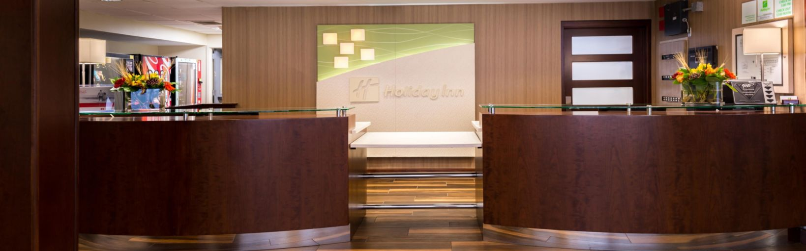 Holiday Inn Hotel Suites Warren By IHG