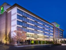 Holiday Inn Hotel & Suites Warren in Chesterfield, Michigan
